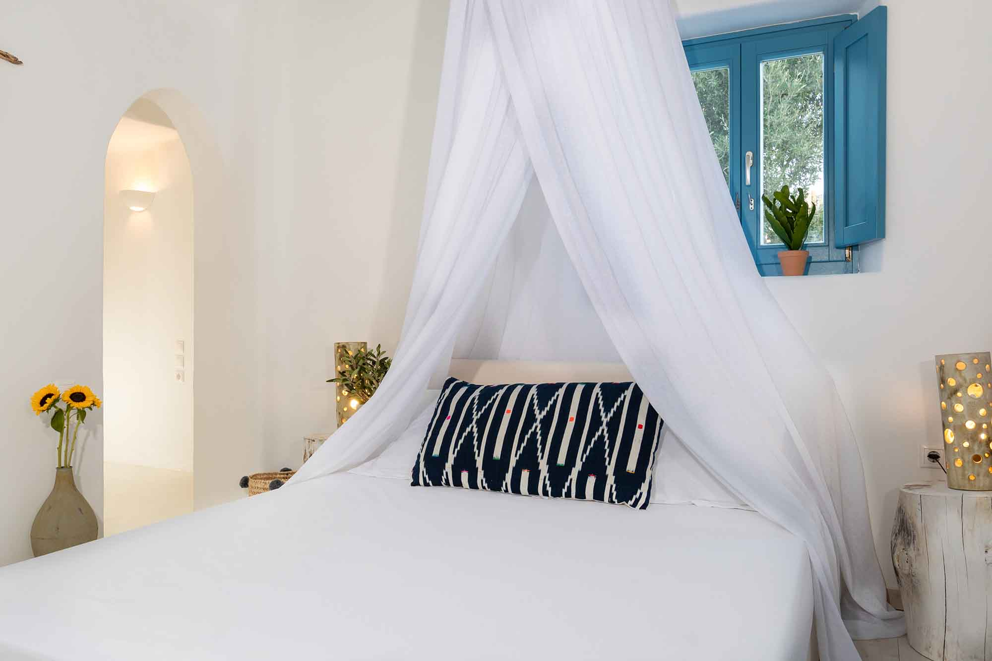 RENT A LUXURIOUS VILLA BY THE SEA IN MYKONOS - VILLA KARKOS - room