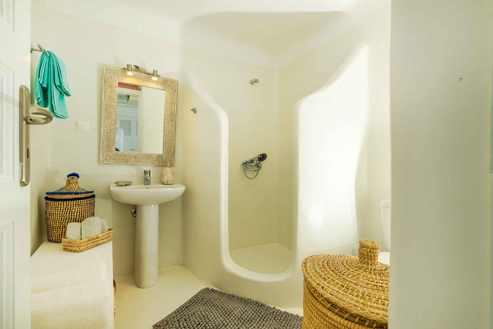 RENT A LUXURIOUS VILLA BY THE SEA IN MYKONOS - VILLA KARKOS - shower