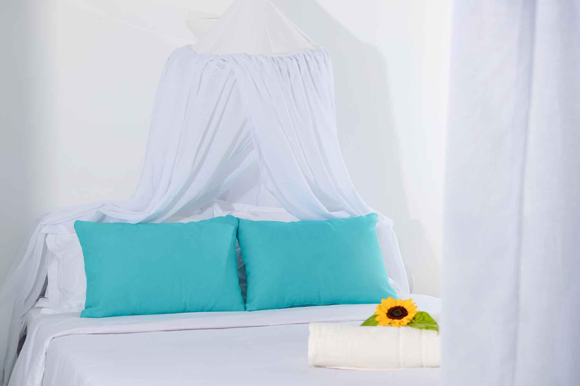 RENT A LUXURIOUS VILLA BY THE SEA IN MYKONOS - VILLA KARKOS - bedroom