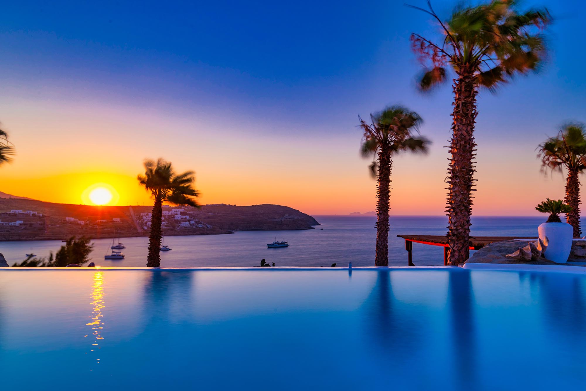 RENT A LUXURIOUS VILLA BY THE SEA IN MYKONOS - VILLA KARKOS - sunset swimming pool