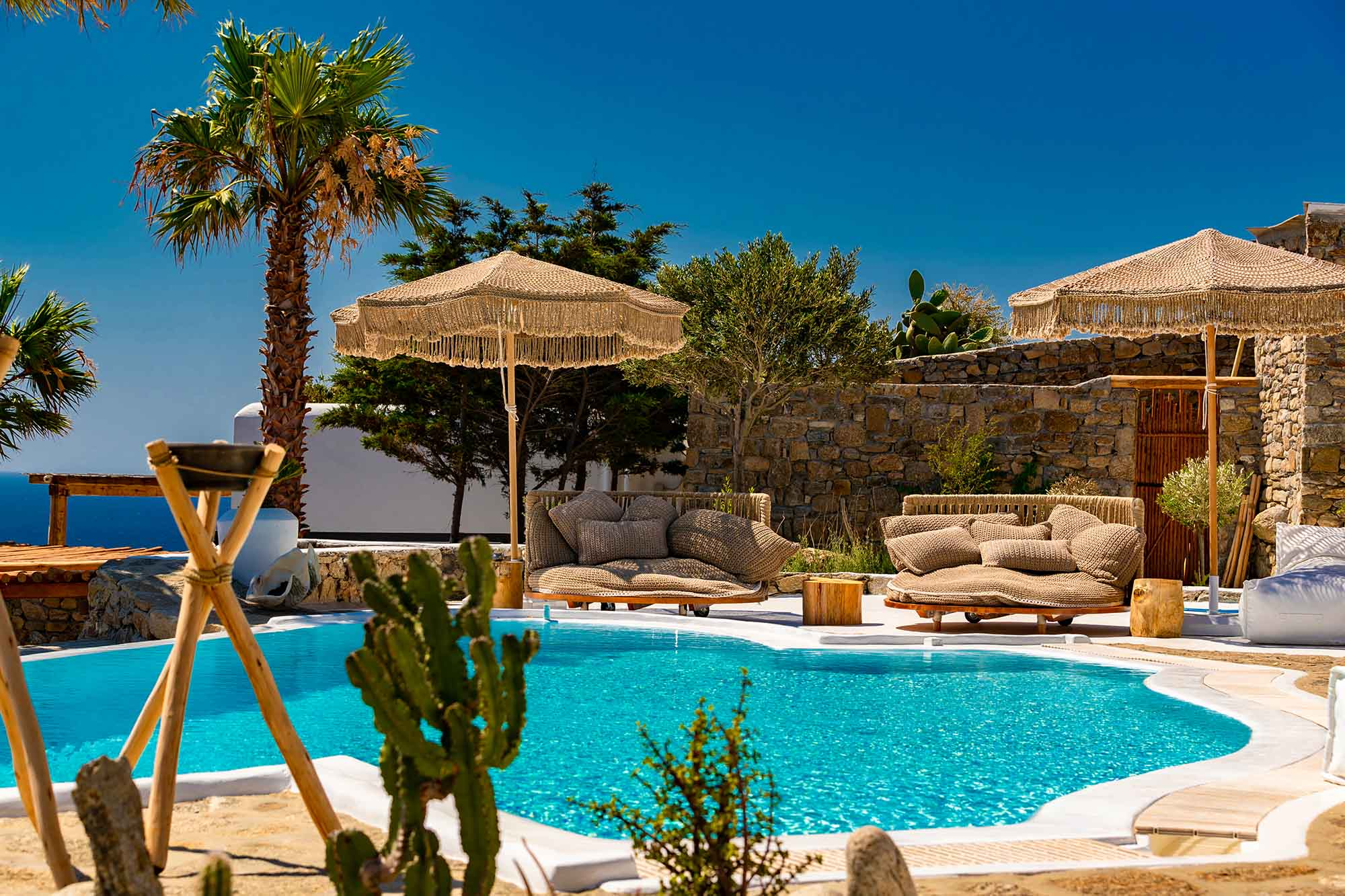 RENT A LUXURIOUS VILLA BY THE SEA IN MYKONOS - VILLA KARKOS - swimming pool, umbrella