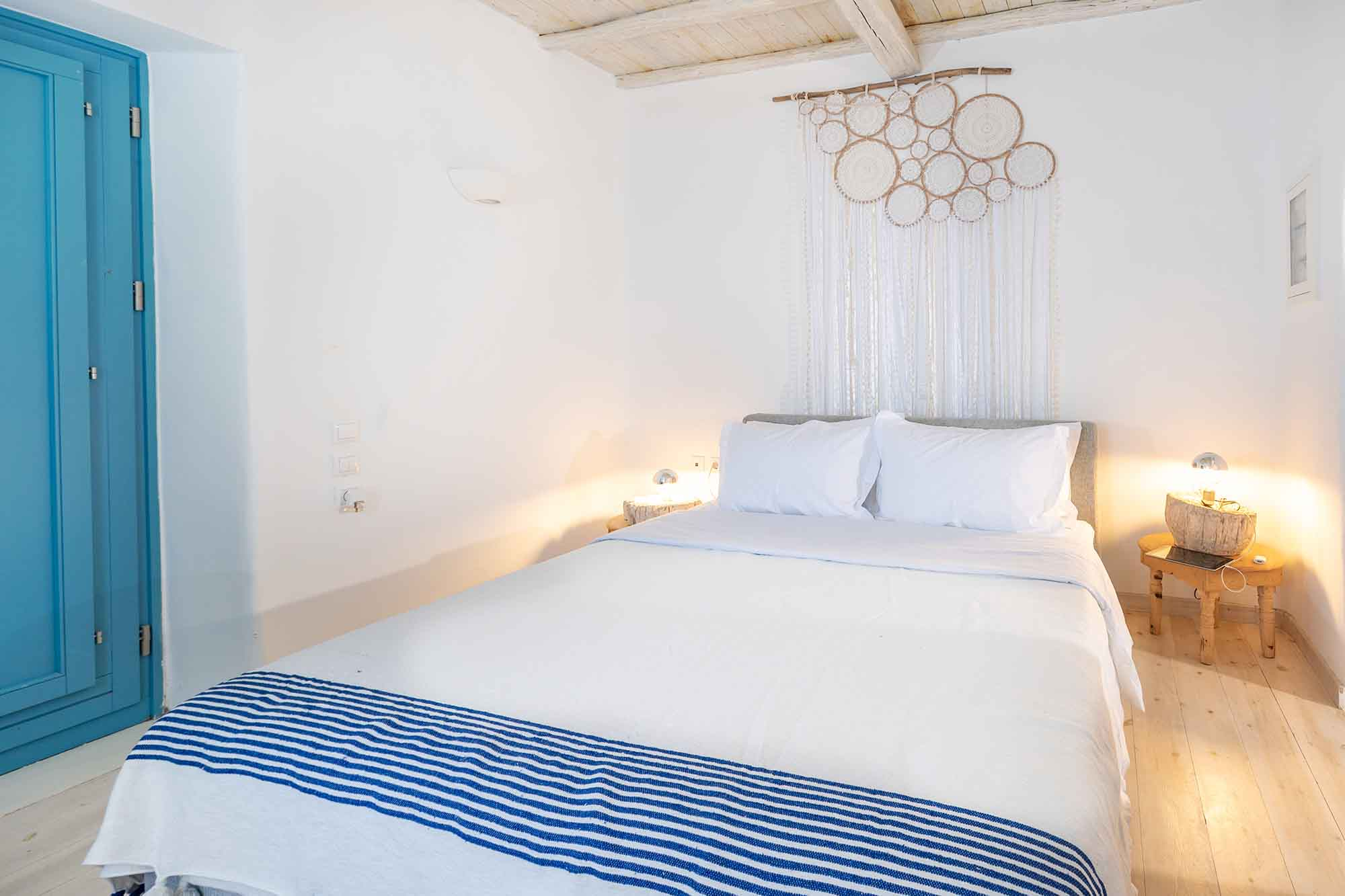 RENT A LUXURIOUS VILLA BY THE SEA IN MYKONOS - VILLA KARKOS - bedroom