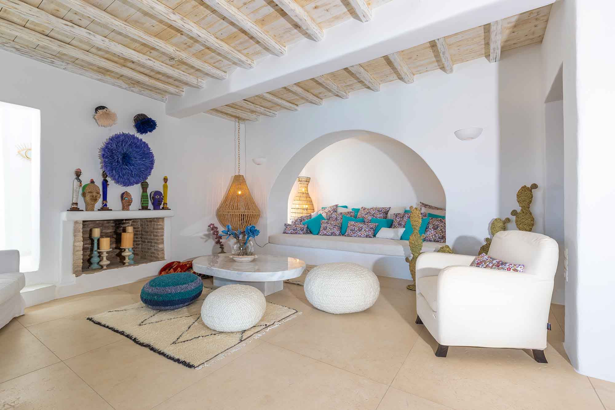 RENT A LUXURIOUS VILLA BY THE SEA IN MYKONOS - VILLA KARKOS - living room