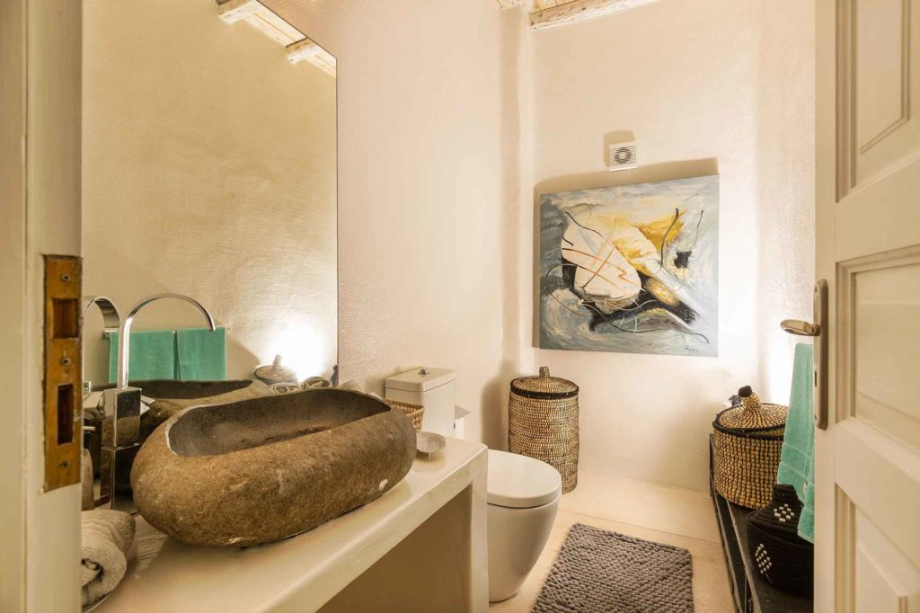 RENT A LUXURIOUS VILLA BY THE SEA IN MYKONOS - VILLA KARKOS - bathroom