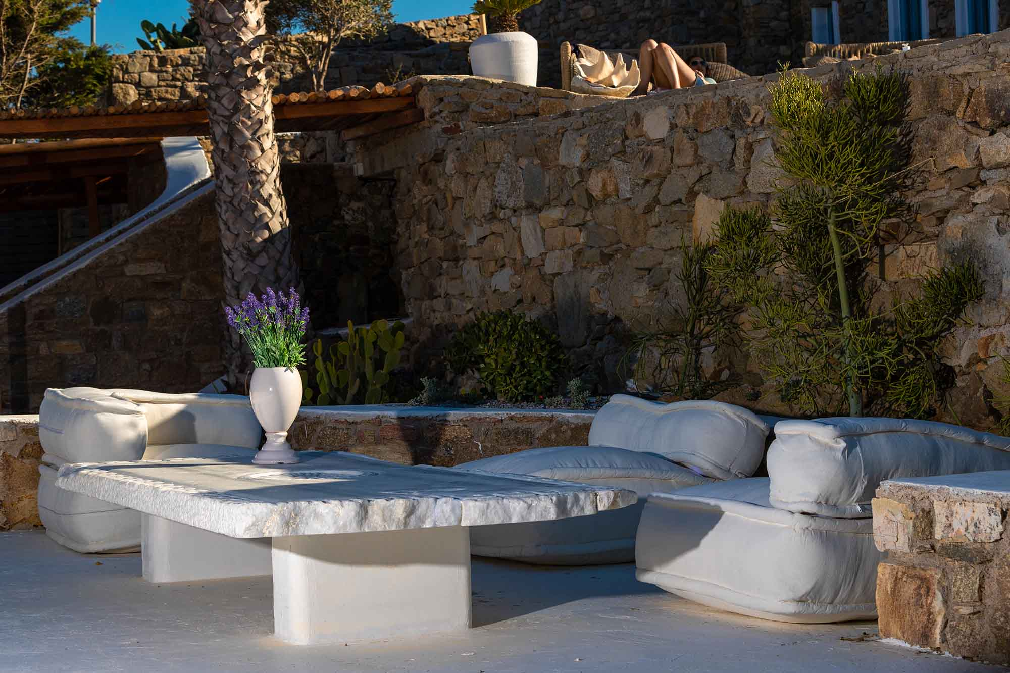 RENT A LUXURIOUS VILLA BY THE SEA IN MYKONOS - VILLA KARKOS - outdoor