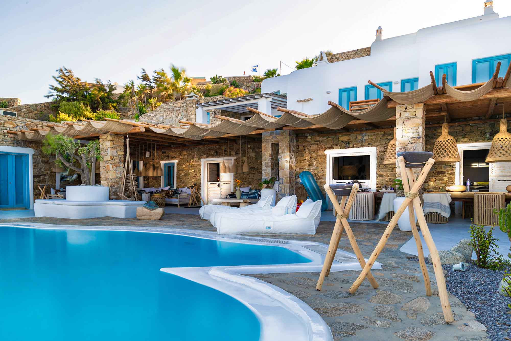RENT A LUXURIOUS VILLA BY THE SEA IN MYKONOS - VILLA KARKOS - by the poolside