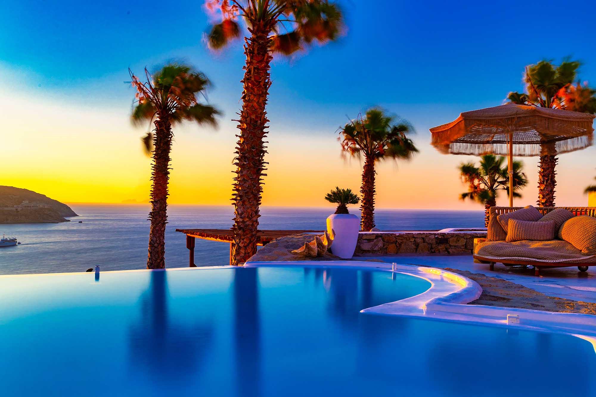 RENT A LUXURIOUS VILLA BY THE SEA IN MYKONOS - VILLA KARKOS - sunset swimming pool
